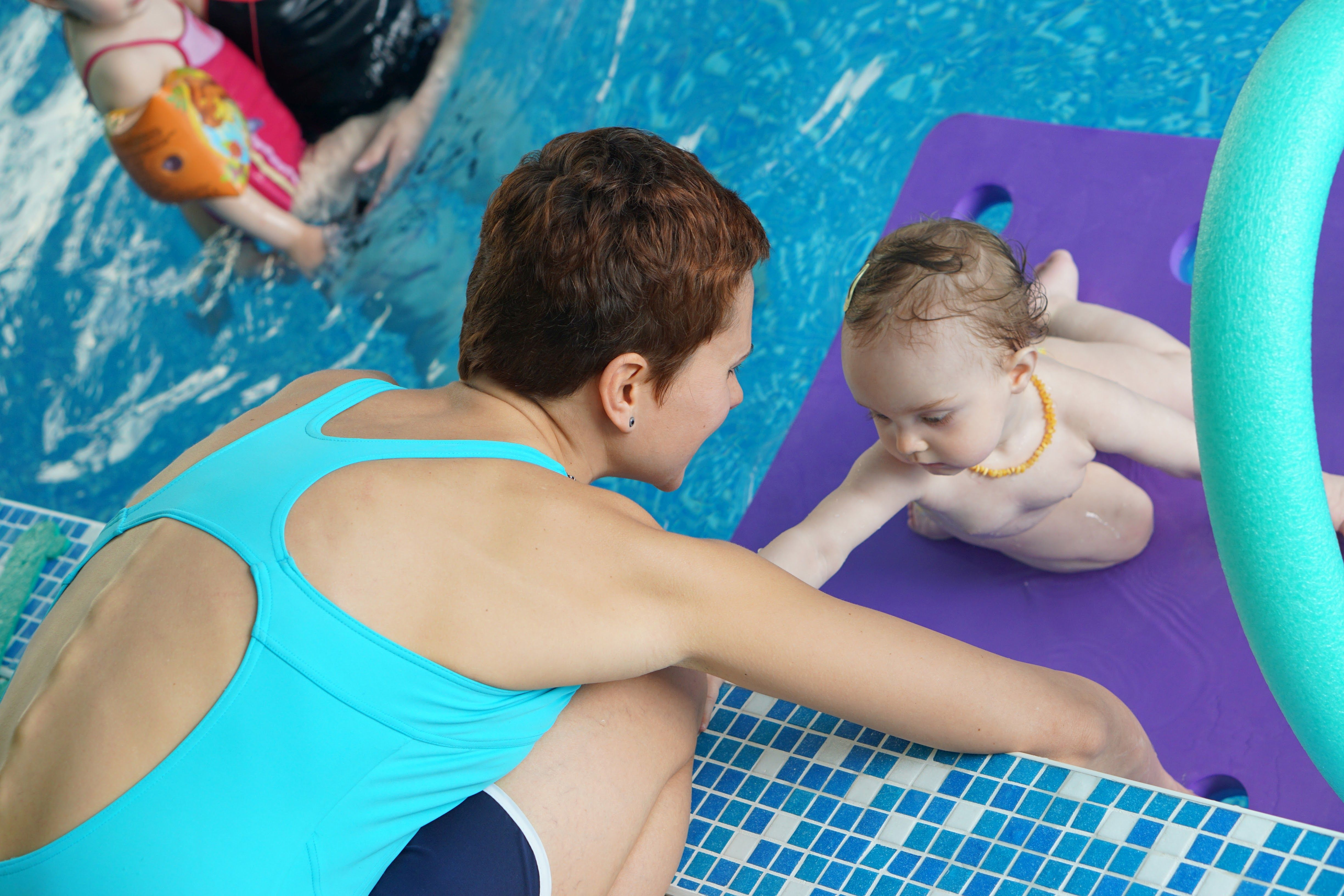 a79c33f7616 Така заедно с други треньори организират няколко възрастови групи. Тя  самата води първа група – бебета, навършили 1 месец до деца до 3 години.
