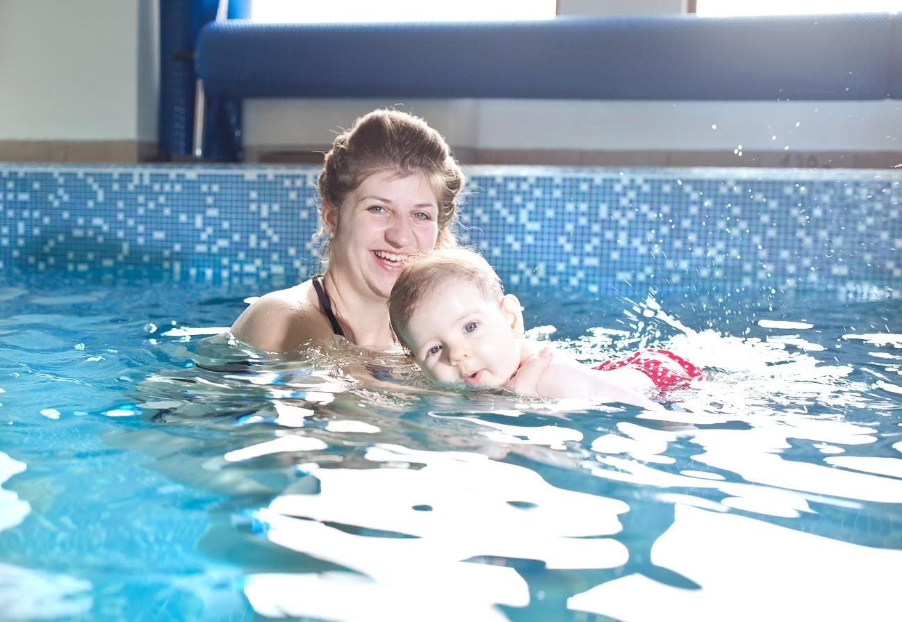 dbd29e13be2 ... а за децата в басейна – 15 лева. Има и карти за определен брой  посещения с отстъпка, а семействата с 2 деца ползват 20 процента намаление.